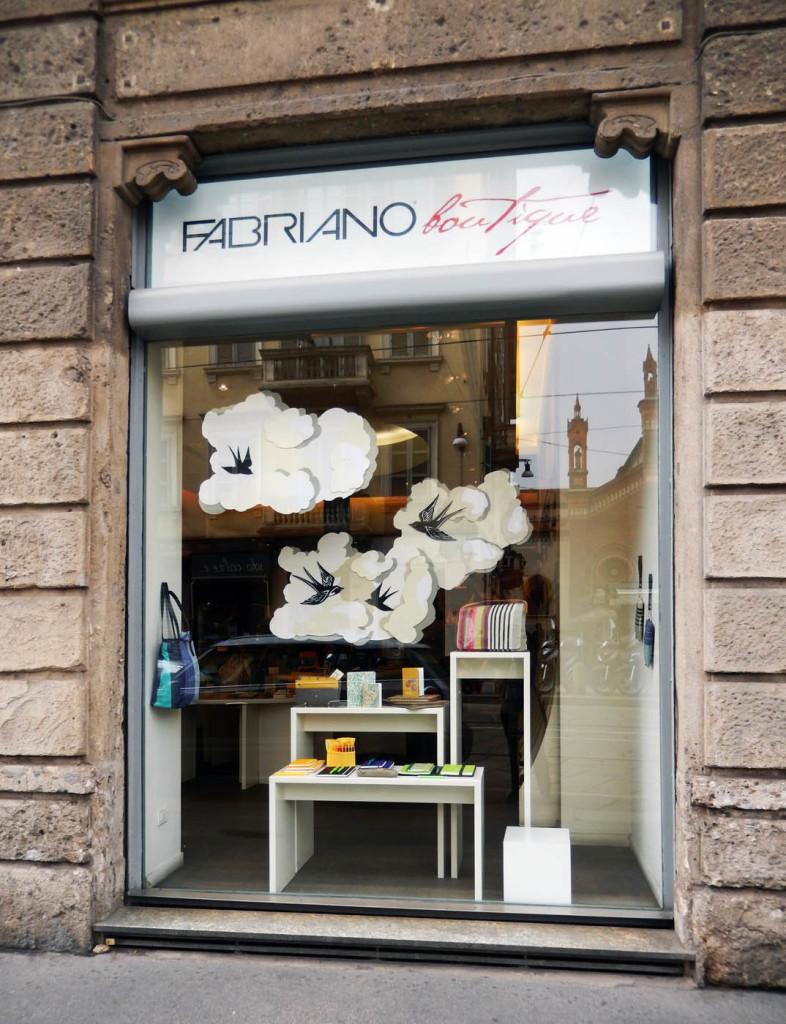 fabriano-fedrigoni-primavera-pasqua-allestimento-vetrina-wonderland-7