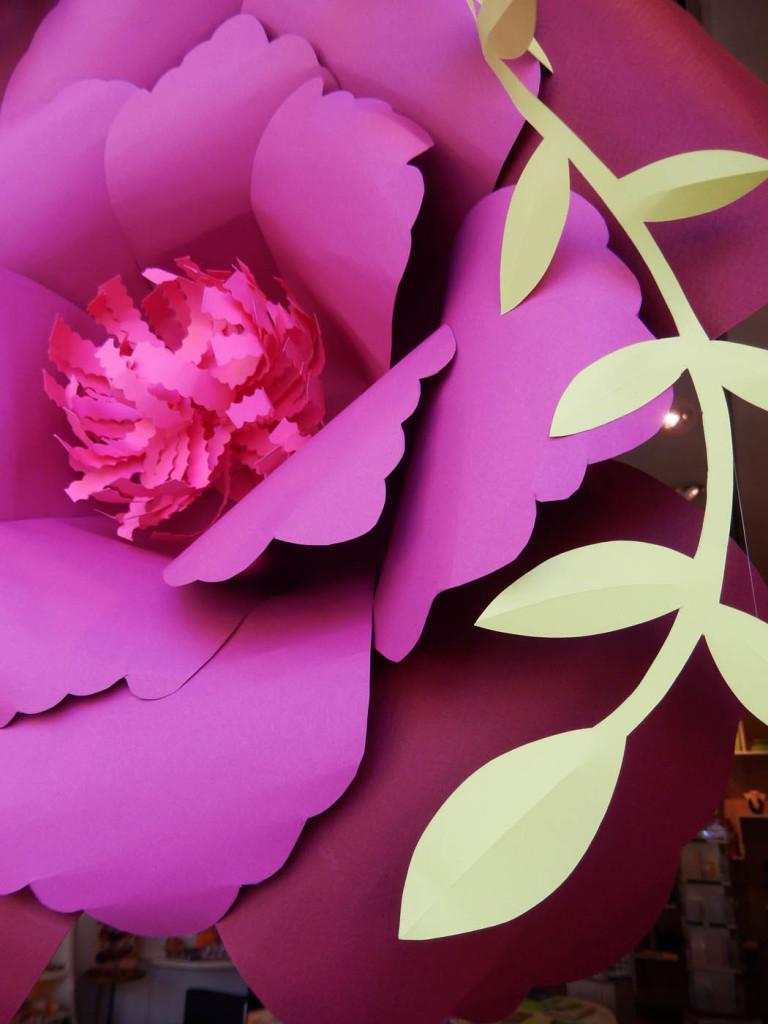 wonderland-allestimento-vetrine-fabriano-fiori-carta