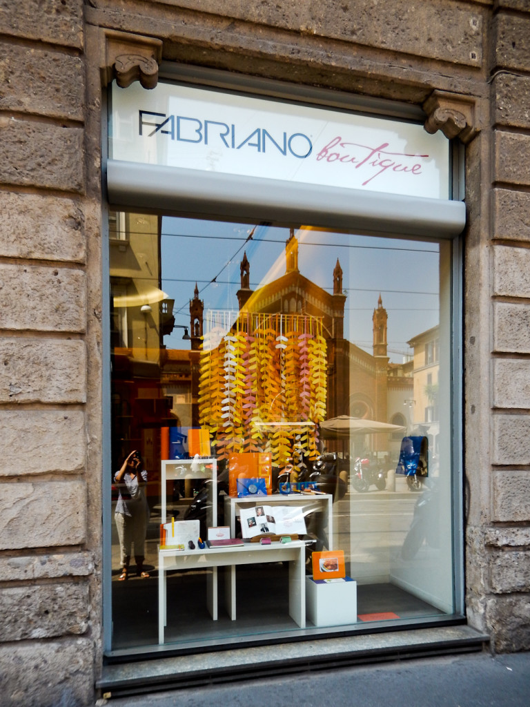 wonderland-fabriano-vetrine-estate-milano