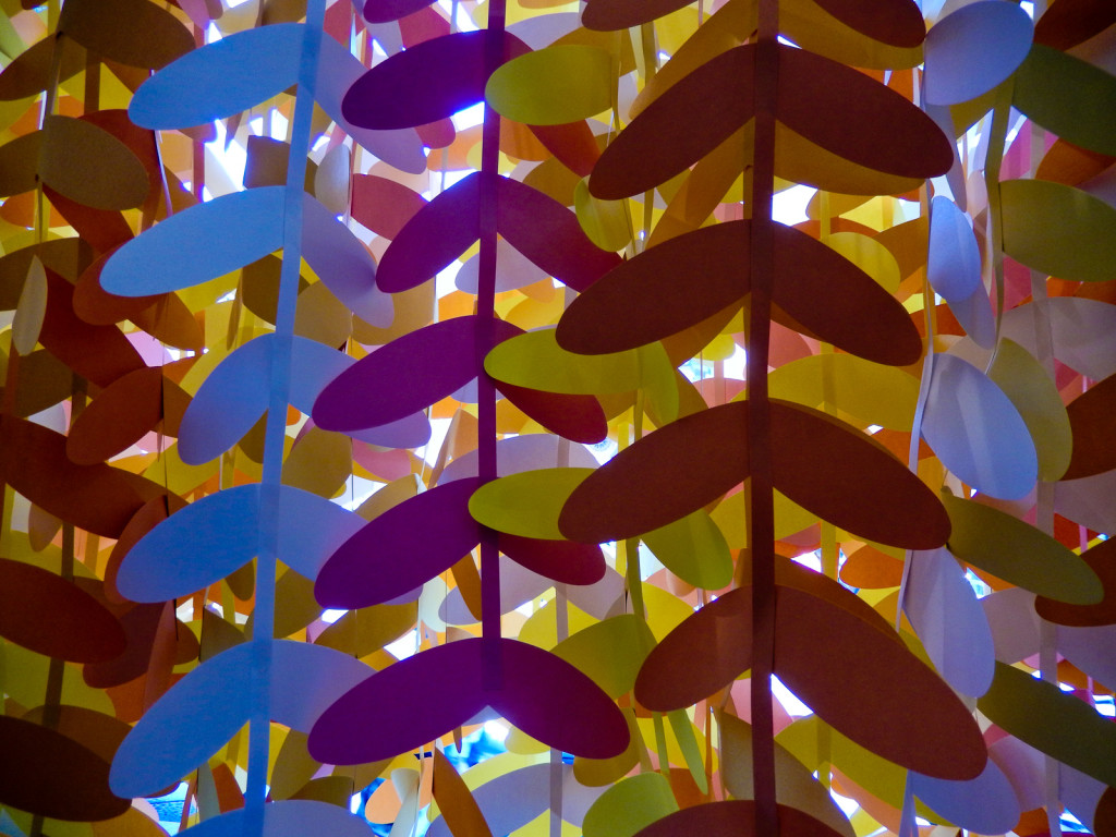 wonderland-fabriano-vetrine-papercut