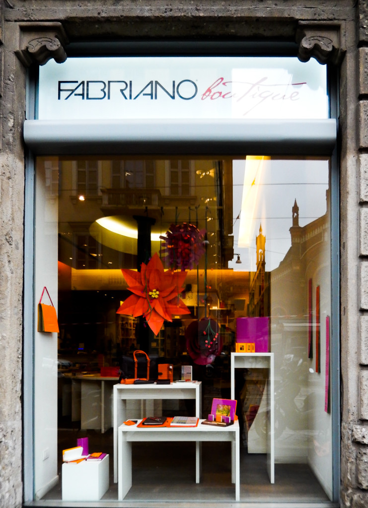 fiori-carte-sculture-vetrine-fabriano-wonderland-13