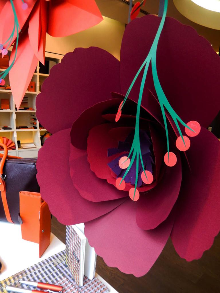 fiori-carte-sculture-vetrine-fabriano-wonderland-4