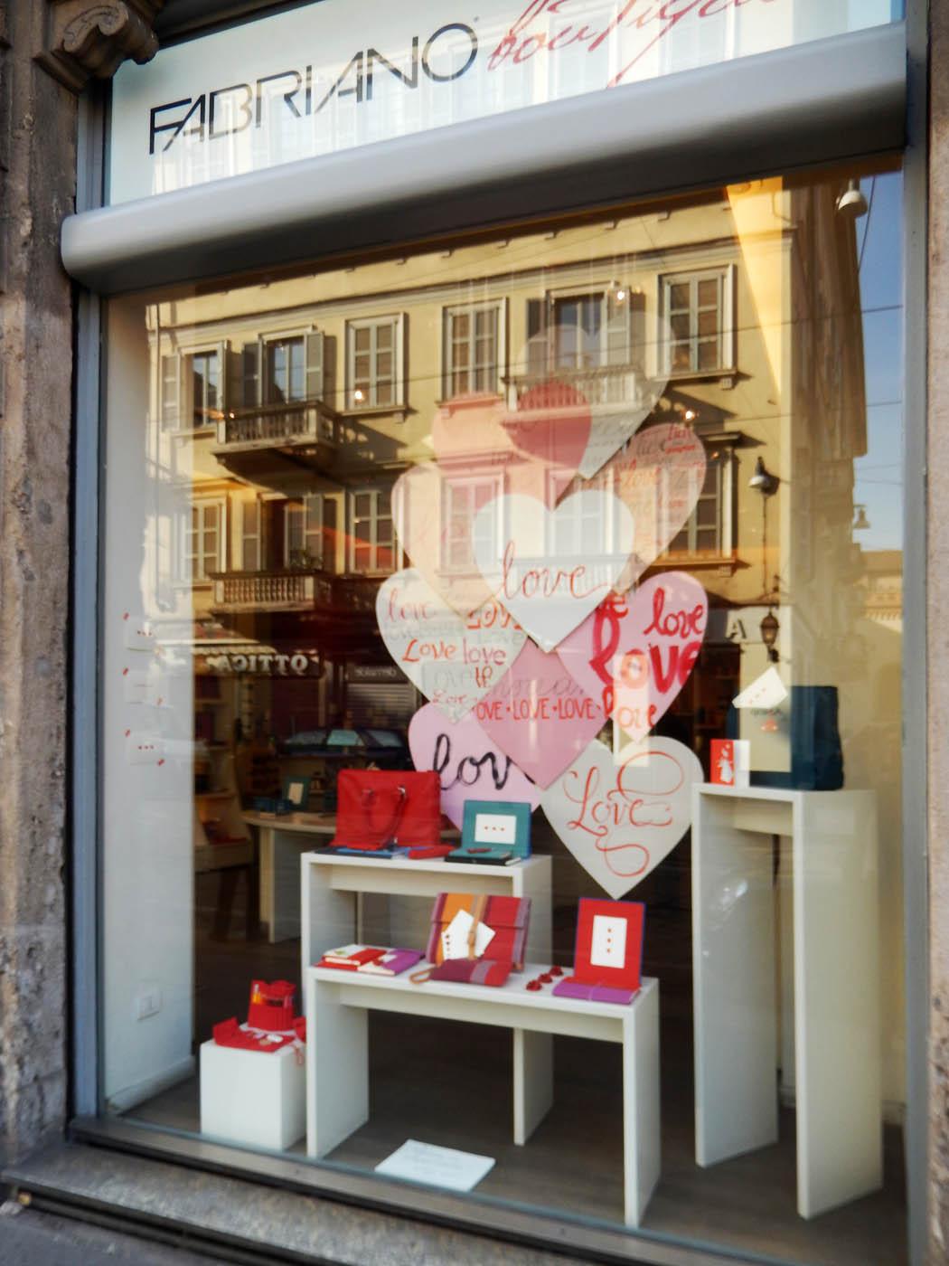 san-valentino-fabriano-wonderland-milano-vetrina-design