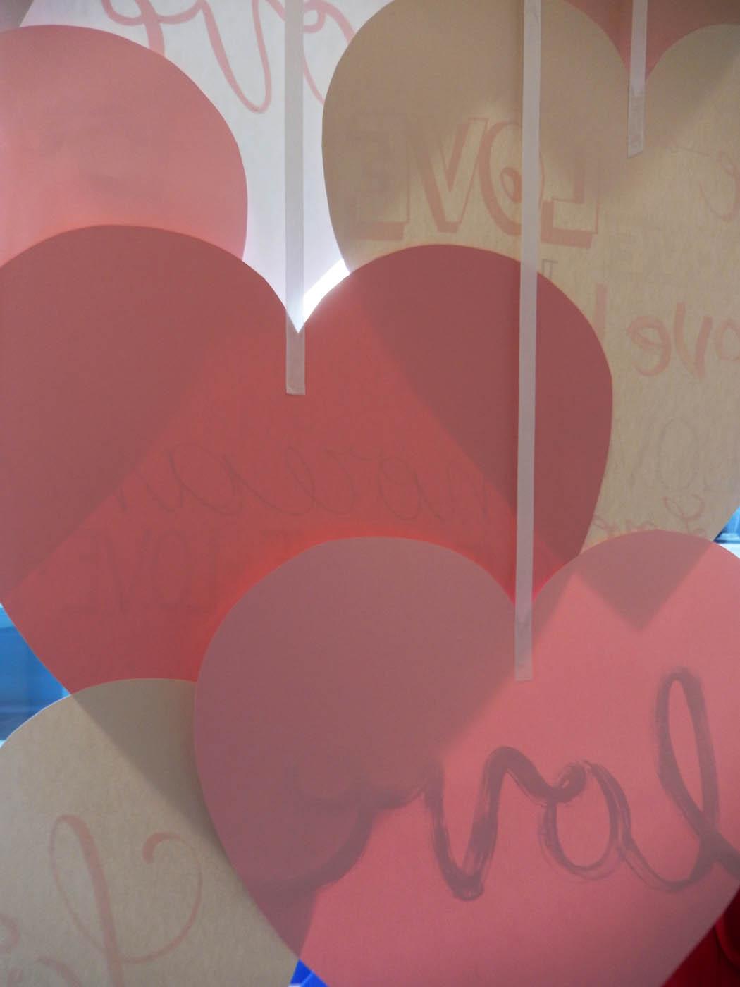 san-valentino-fabriano-wonderland-milano-vetrina-scultura-carta