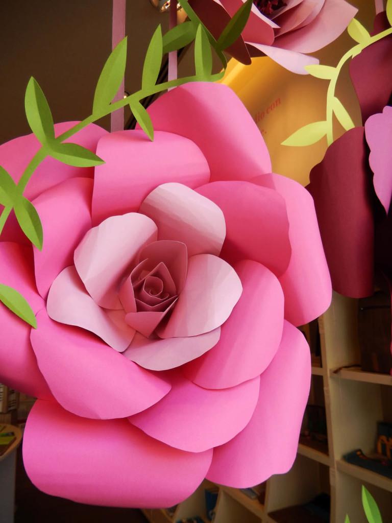 wonderland-allestimento-vetrina-fabriano-fiori