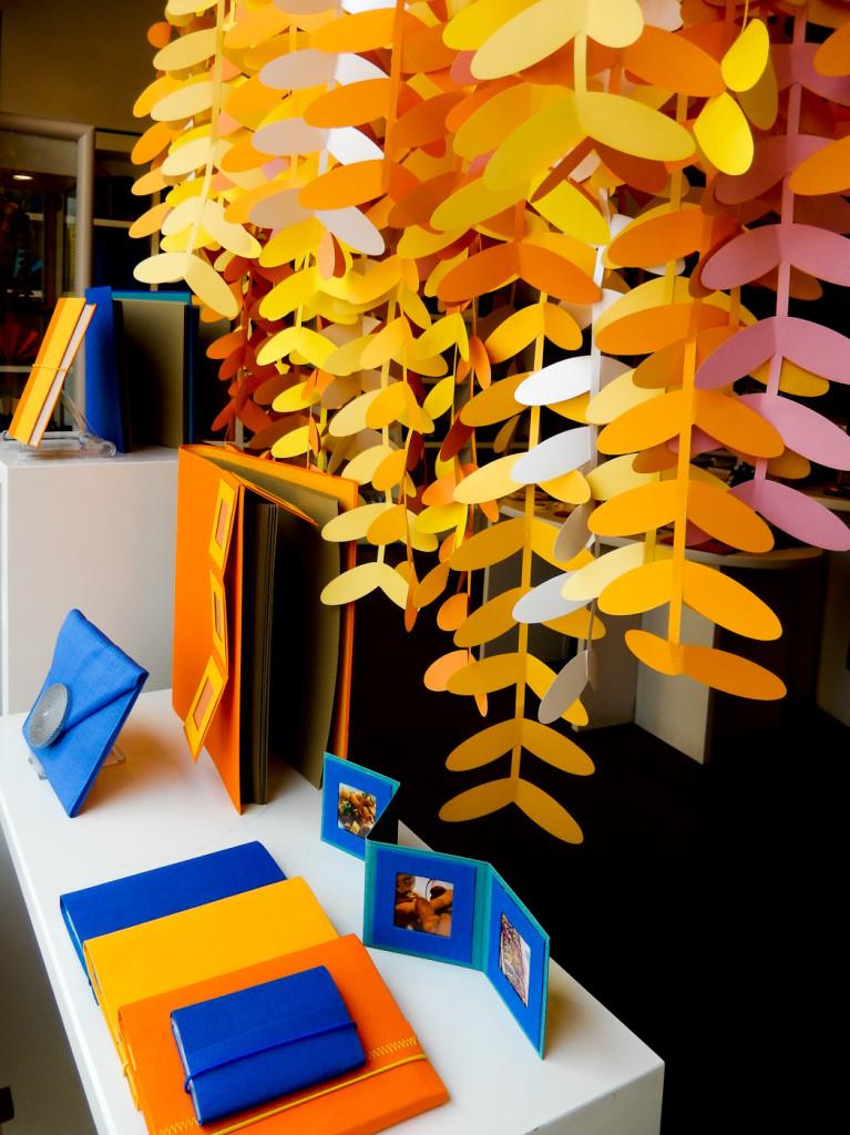 wonderland-fabriano-vetrine-scultura-carta-albero