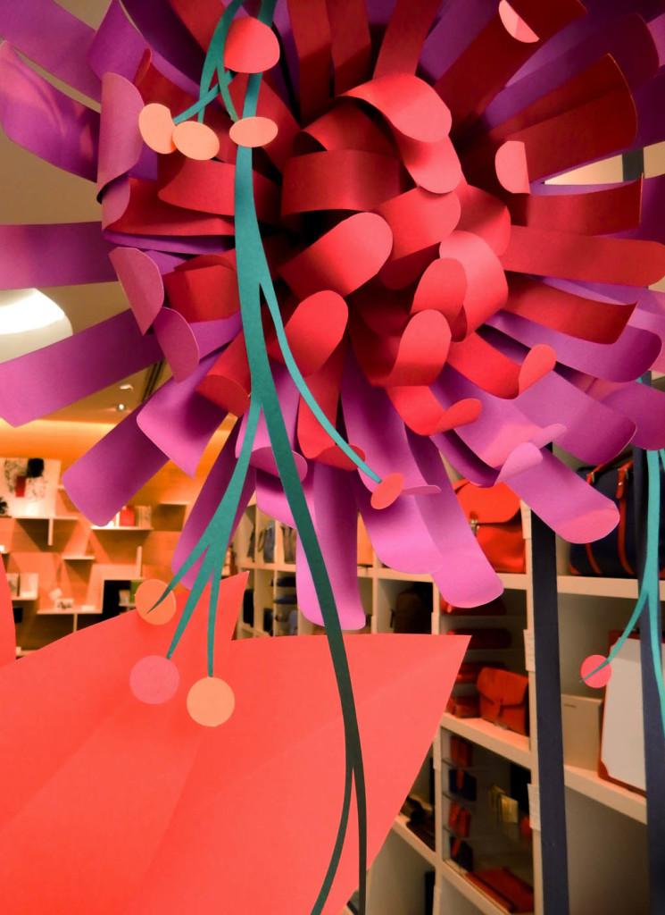 fiori-carte-sculture-vetrine-fabriano-wonderland-10
