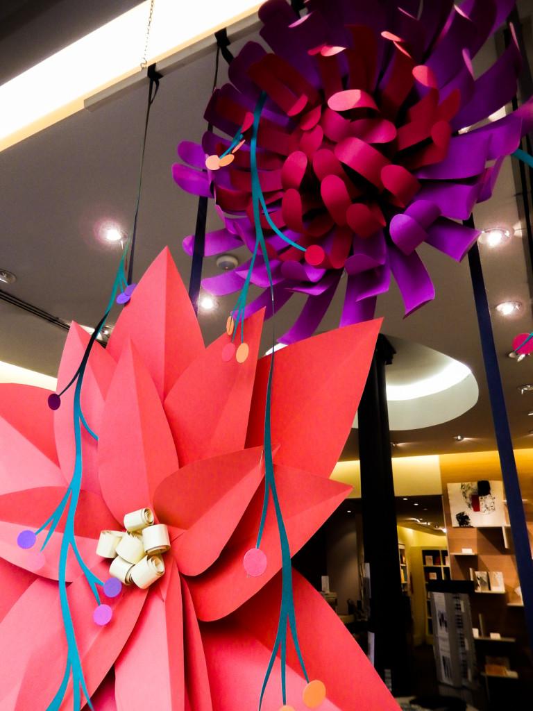 fiori-carte-sculture-vetrine-fabriano-wonderland-5