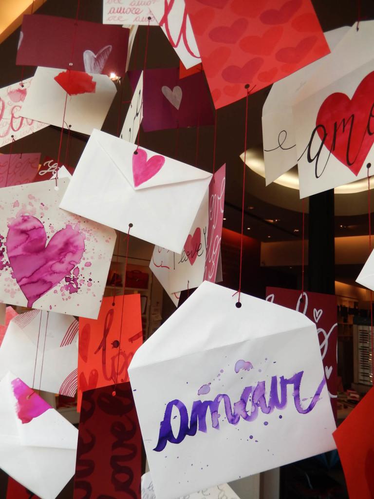 san-valentino-fabriano-amore-wonderland-allestimento-papercut