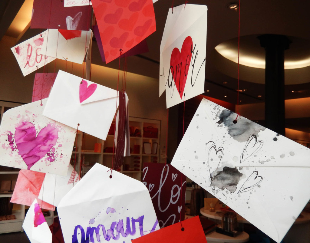 san-valentino-fabriano-wonderland-allestimento-sculture-carta