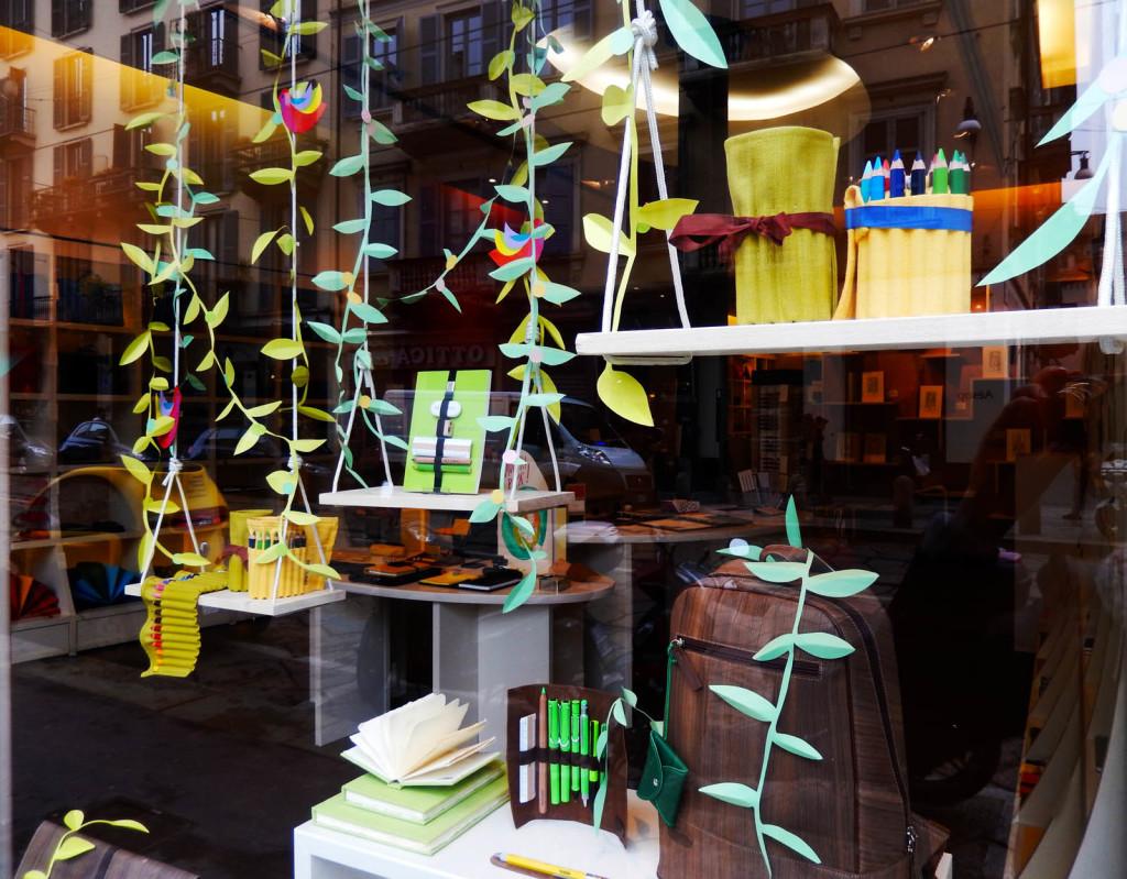vetrina-fabriano-wonderland-allestimento-foglie-rami
