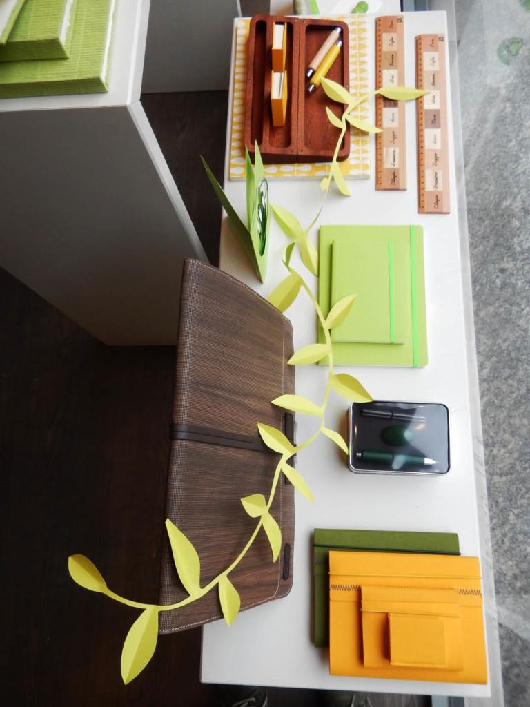 vetrina-fabriano-wonderland-allestimento-papercut